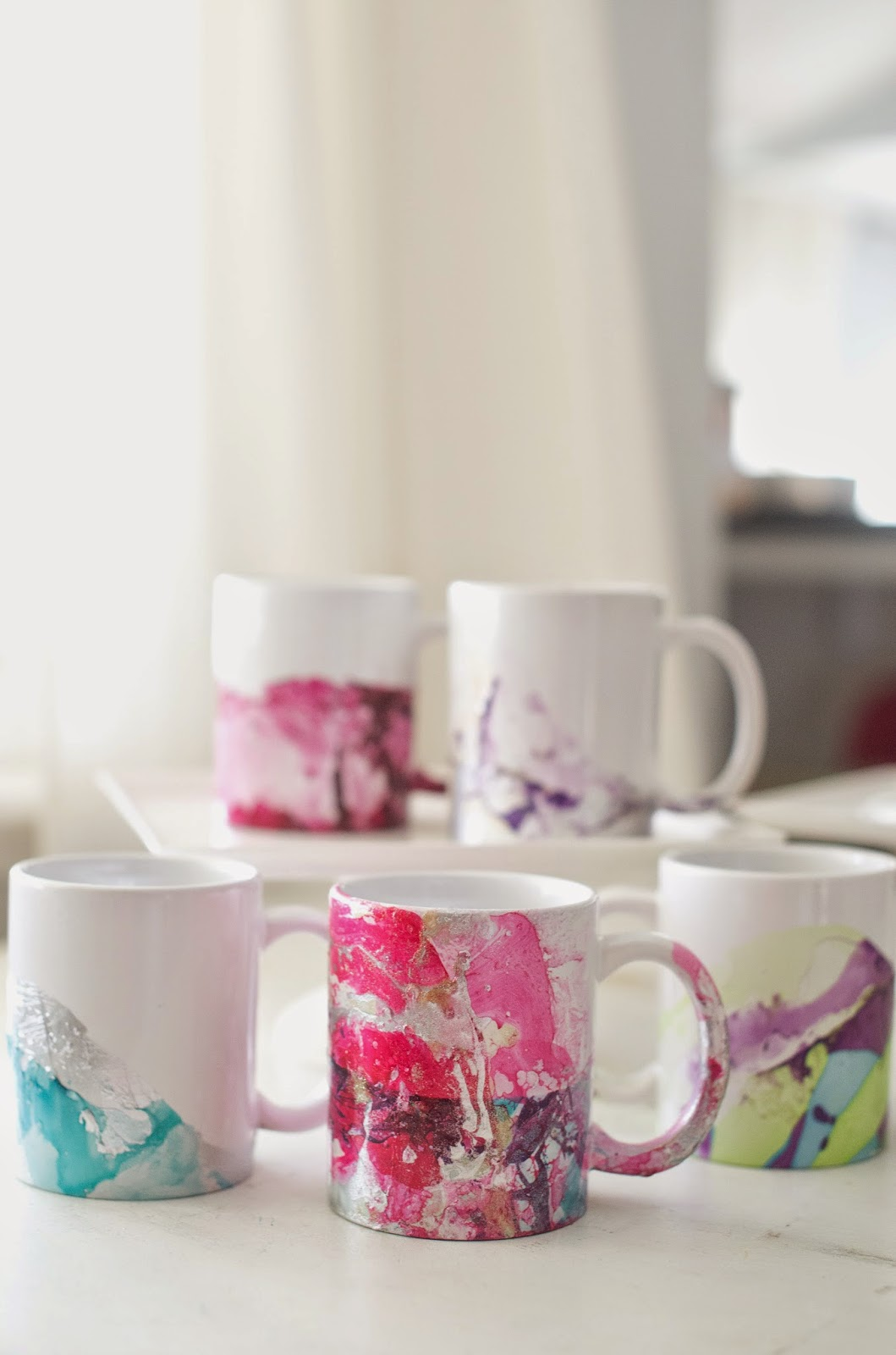 Diy marbled coffee mugs using nail polish