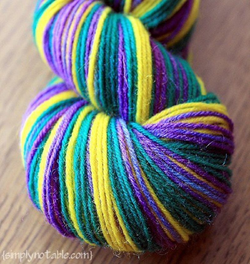 Dying self striping yarn