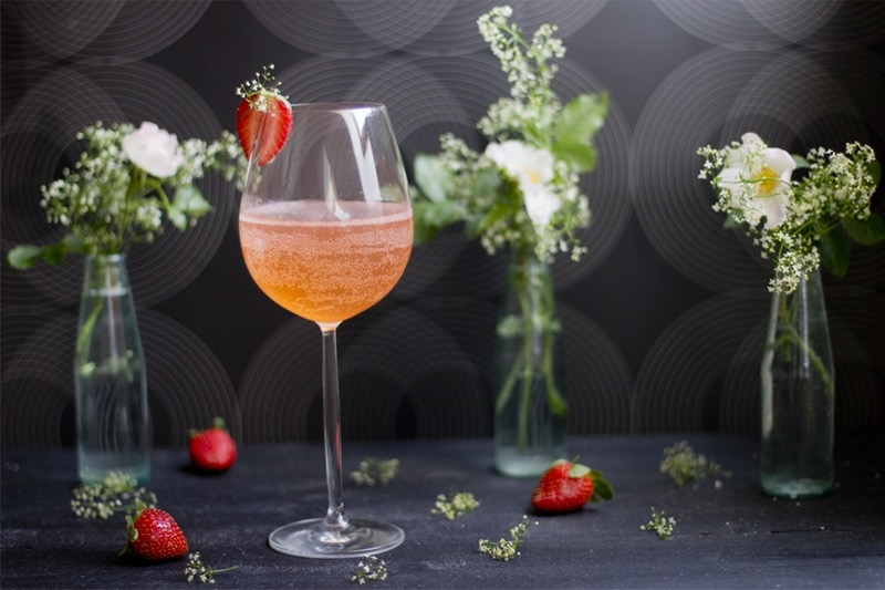 Elderflower strawberry bubbles