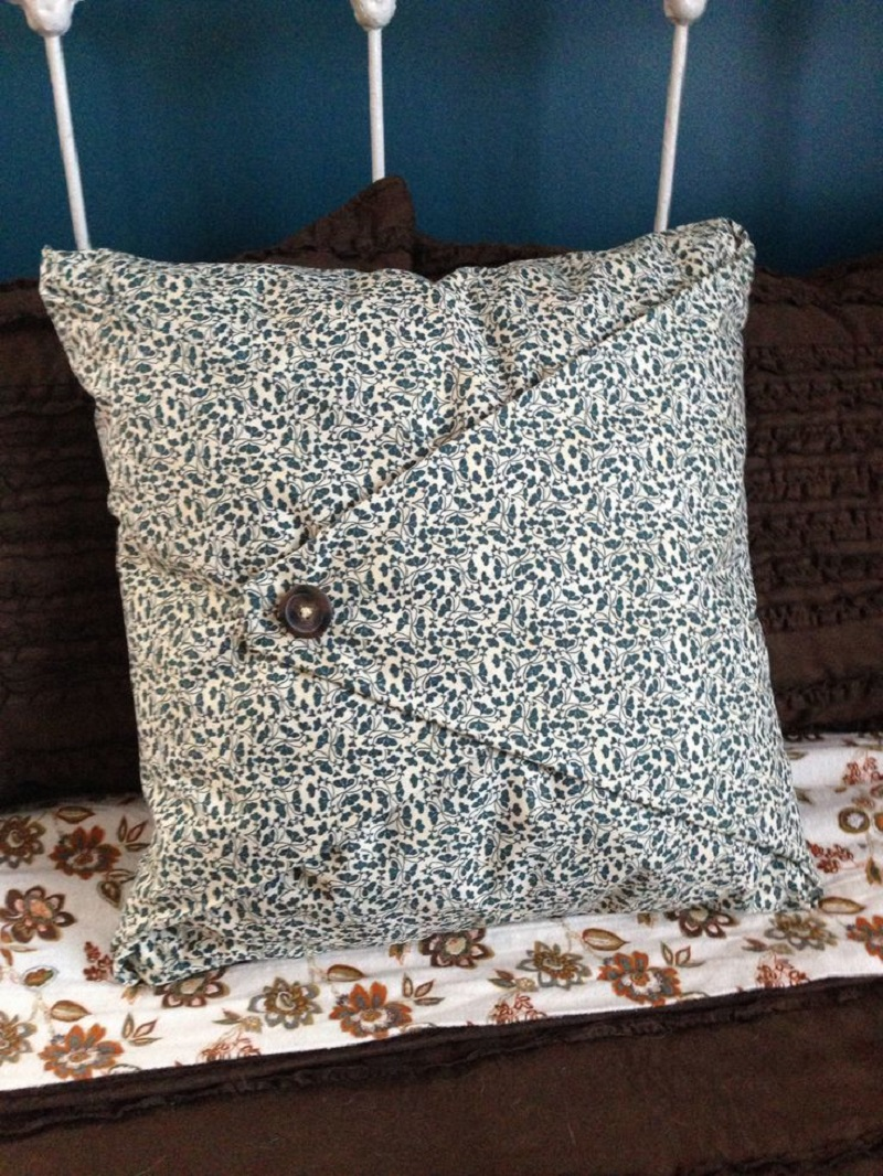 Envelope pillow case with a button