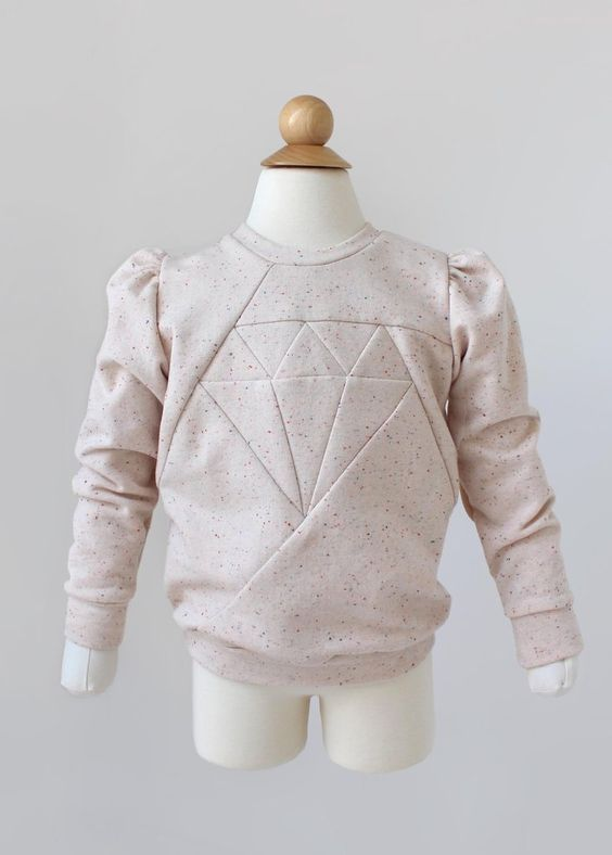 Geometric sweatshirt with ruffled shoulders
