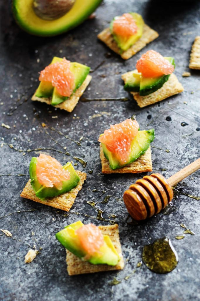 Grapefruit avocado triscuit