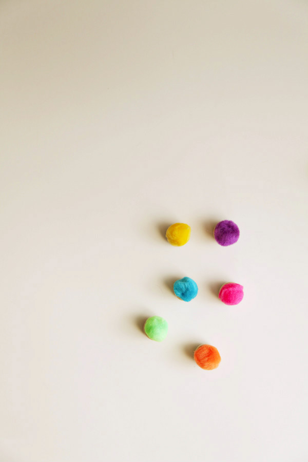 Pom pom magnets diy