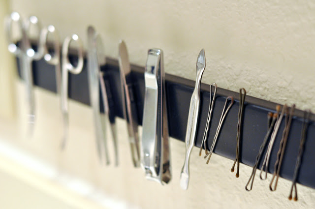 Diy magnetic bathroom rack