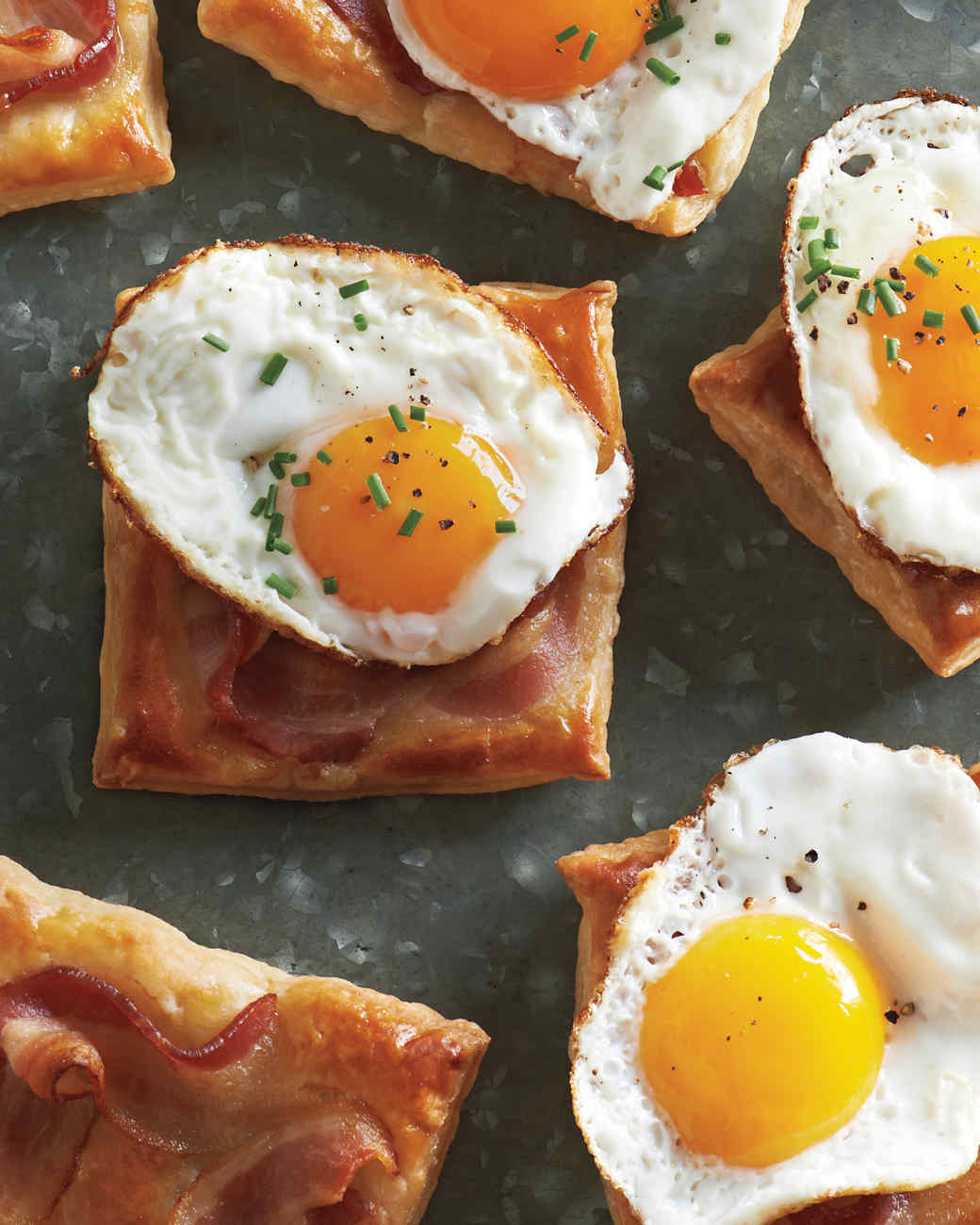 Fried egg and bacon puff pastry squares