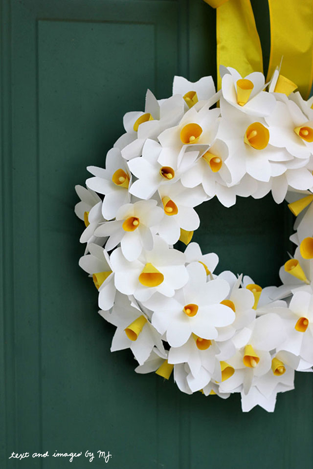 Paper daffodil wreath diy