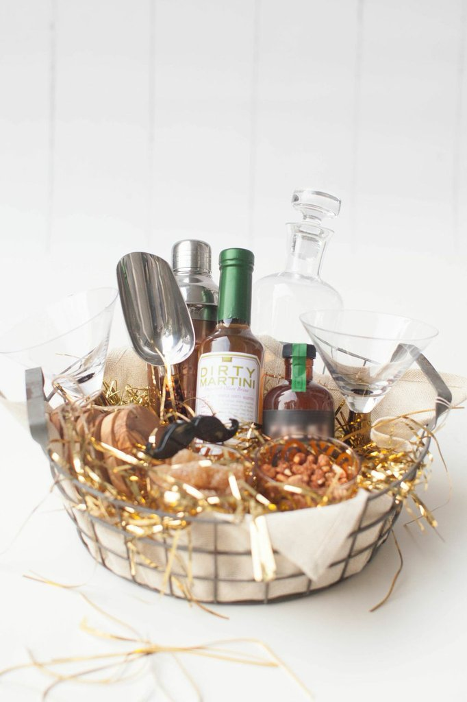 Cocktail enthusiast gift basket diy