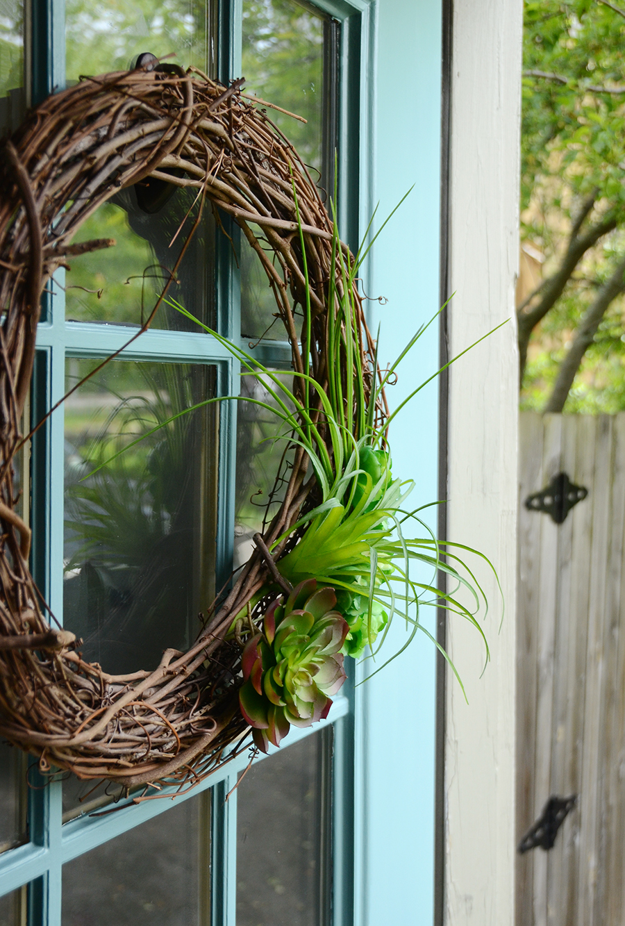 How to paint an exterior door wreath decor