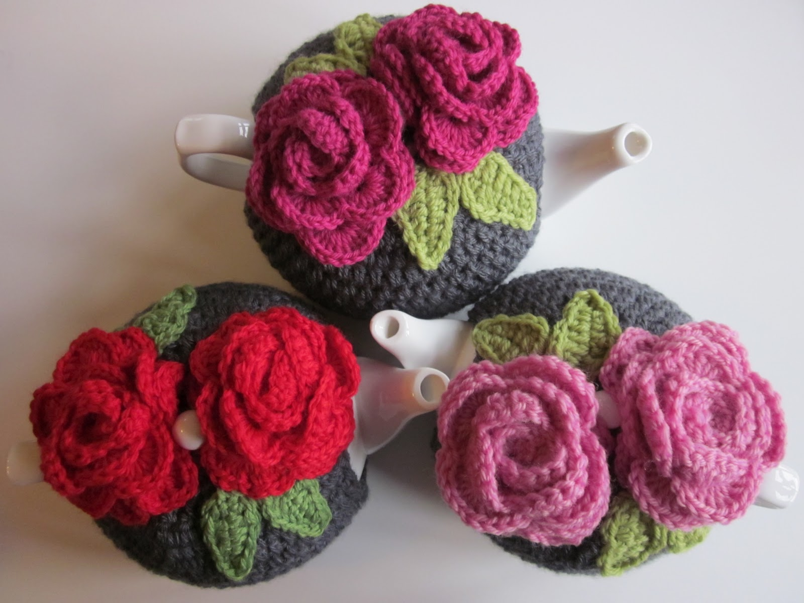 Pretty roses tea cozy