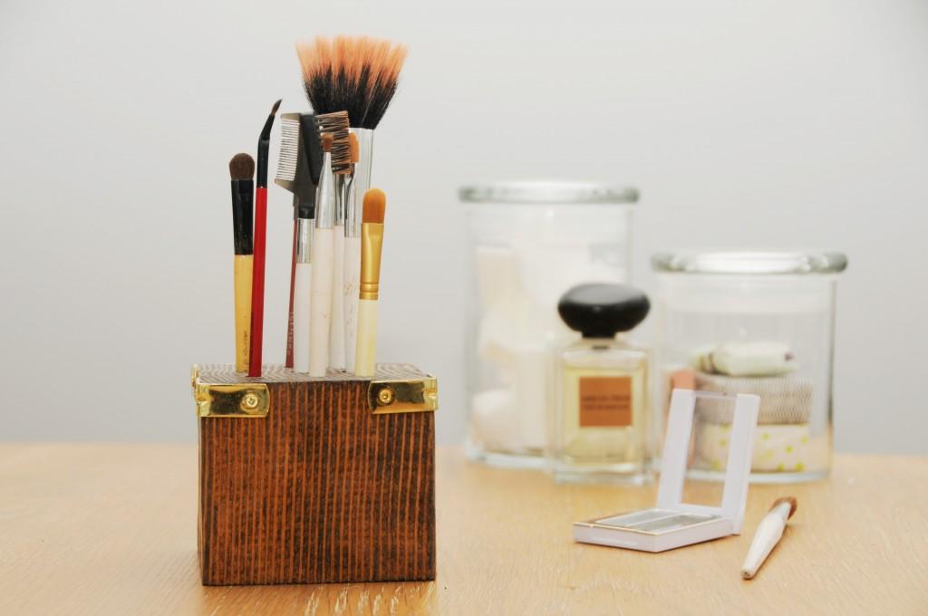 Scrap wood block makeup brush holder diy