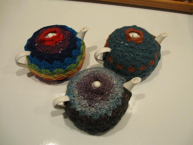 Shell stitch tea cozy