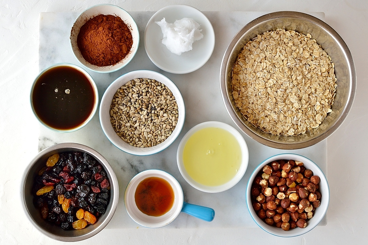 Chocolate berry granola ingredients