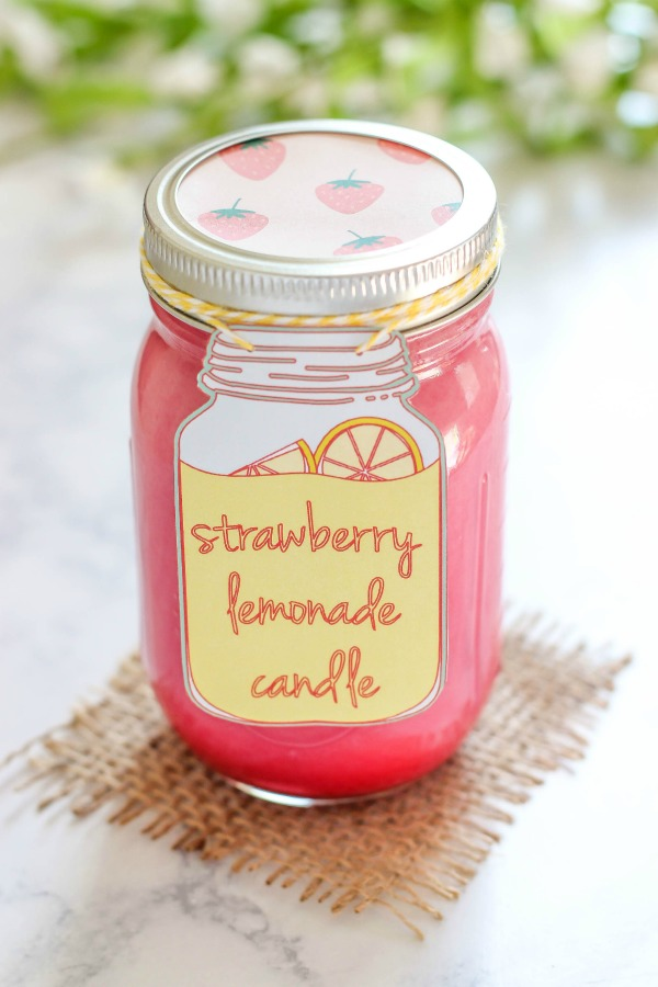 Diy homemade strawberry lemonade candle
