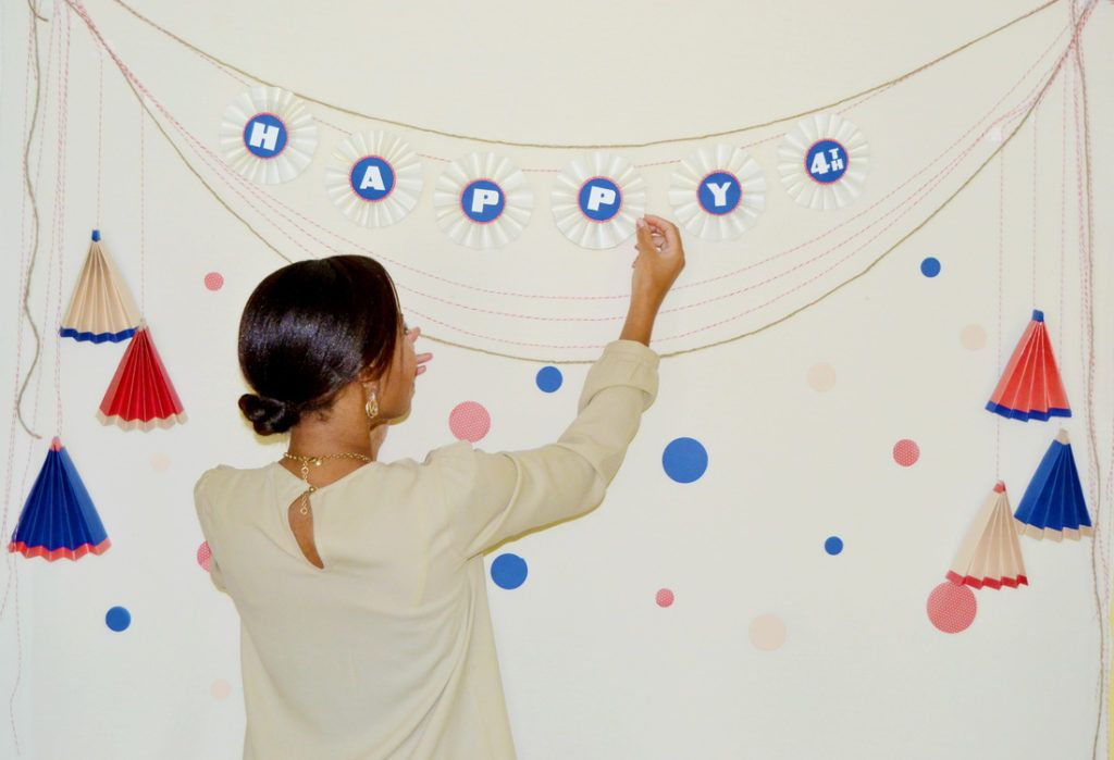 July 4th paper photo backdrop hanging