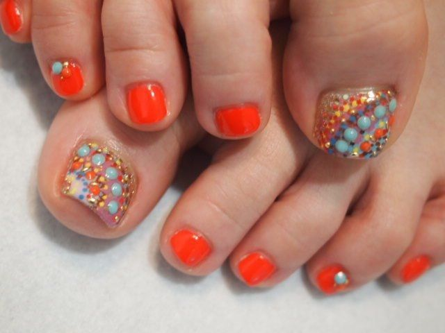 Orange pedicture with pointillism art