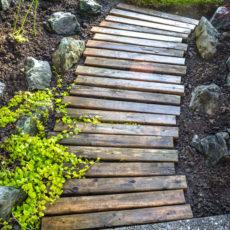 Pallet wood garden walkway