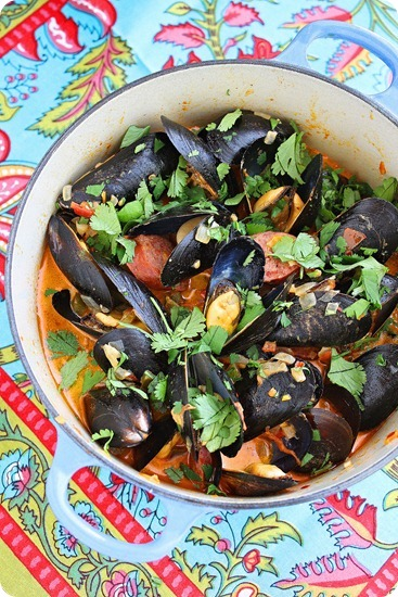 Spanish mussels with chorizo and tom[1]