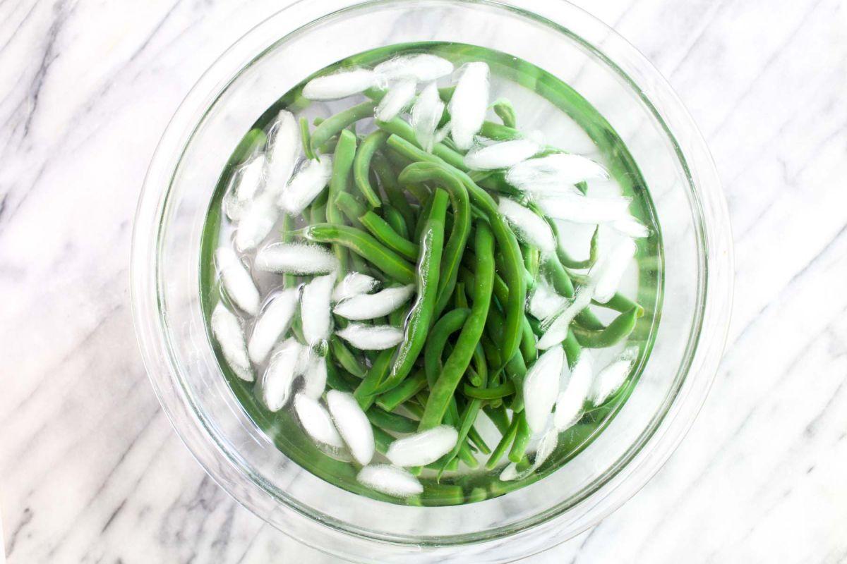 Vegan nicoise salad green beans