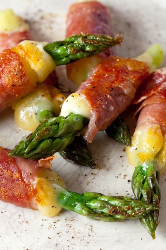 Asparagus and cheese with prosciutto