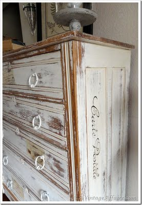 Carte postal painted dresser