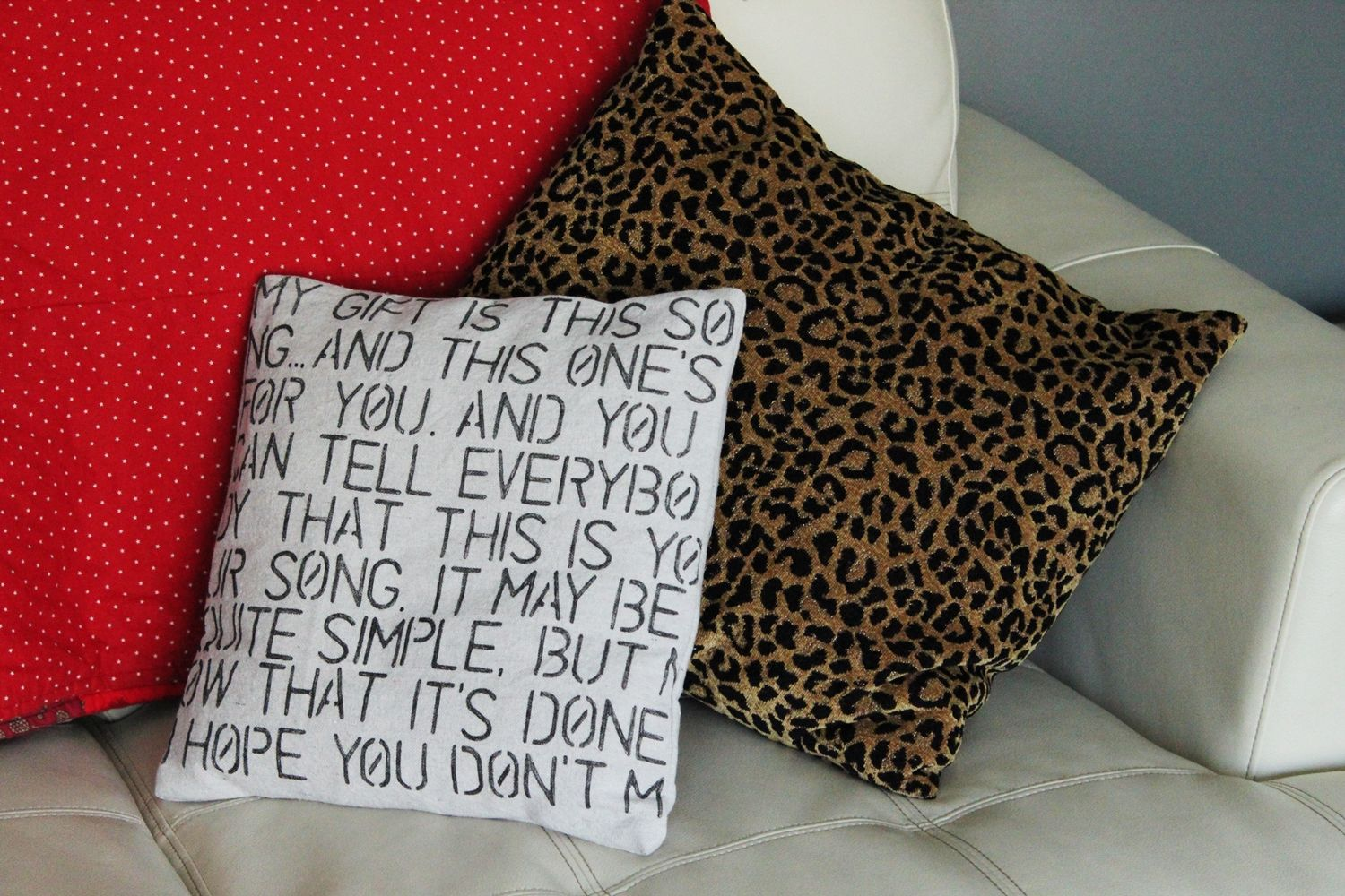 Diy valentine stencil pillow1