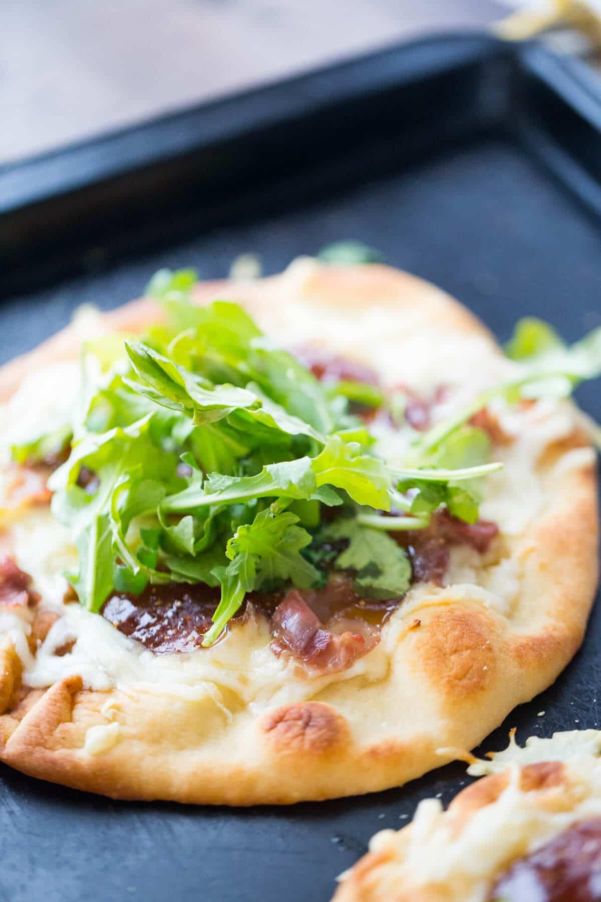 Fontin prosciutto naan pizza