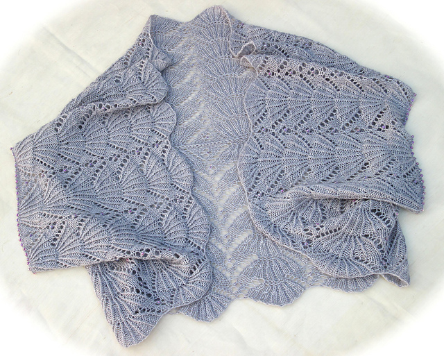 Hug me tight fan lace shrug