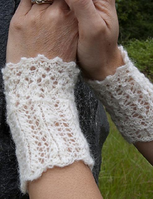 Nammi lace wrist warmers