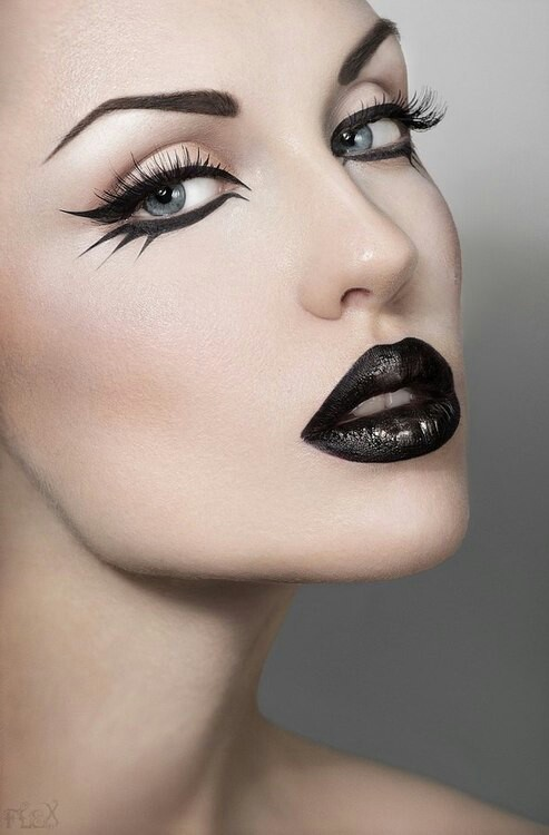 Painted lash eyeliner