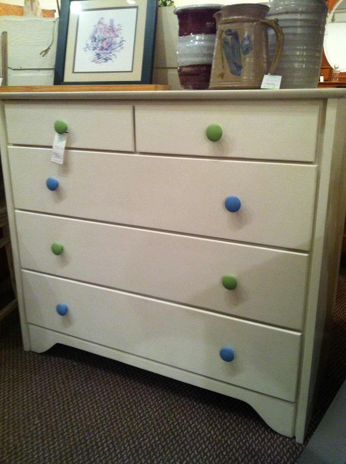 Simple contrasting drawer knobs