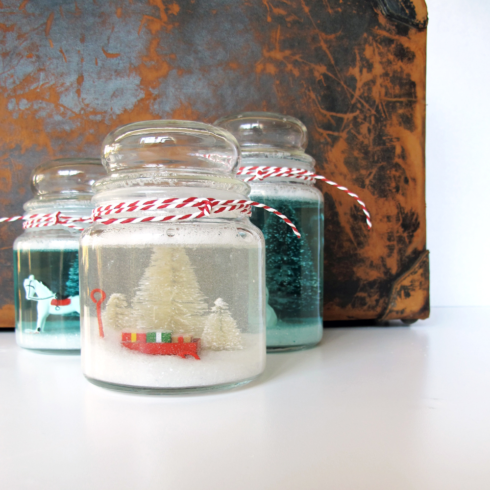 Cookie jar snow globe