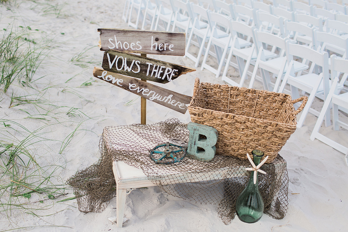 Diy beach wedding sign / photo by brookeimages com