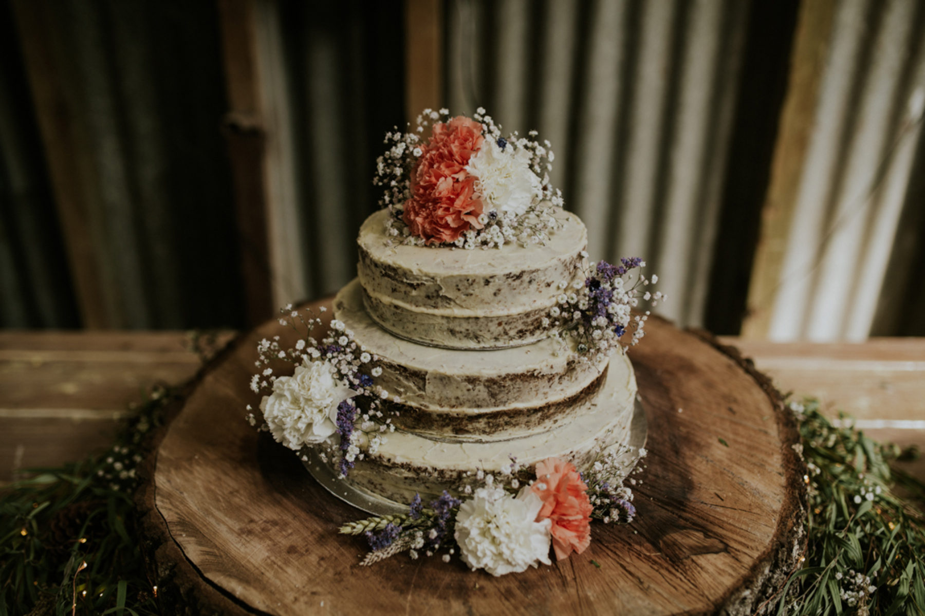 diy rustic wedding cakes 40 diy barn wedding ideas for a country flavored celebration 13617