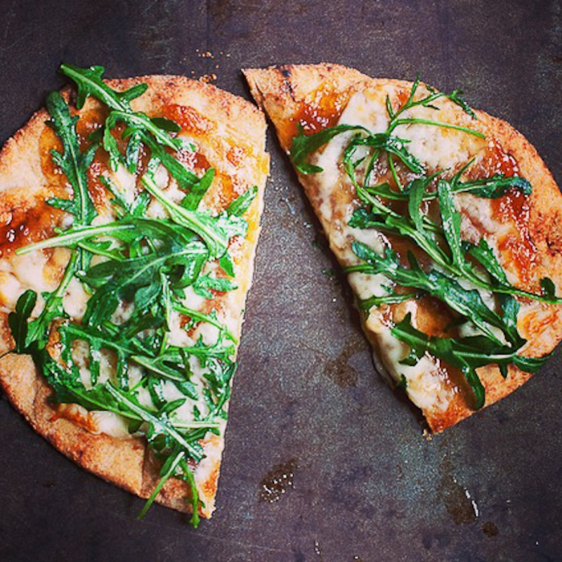Fig arugula pizza