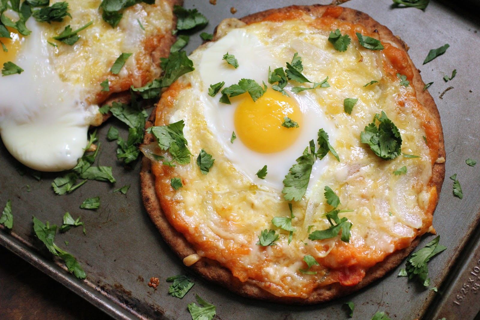 Naan bread breakfast pizza
