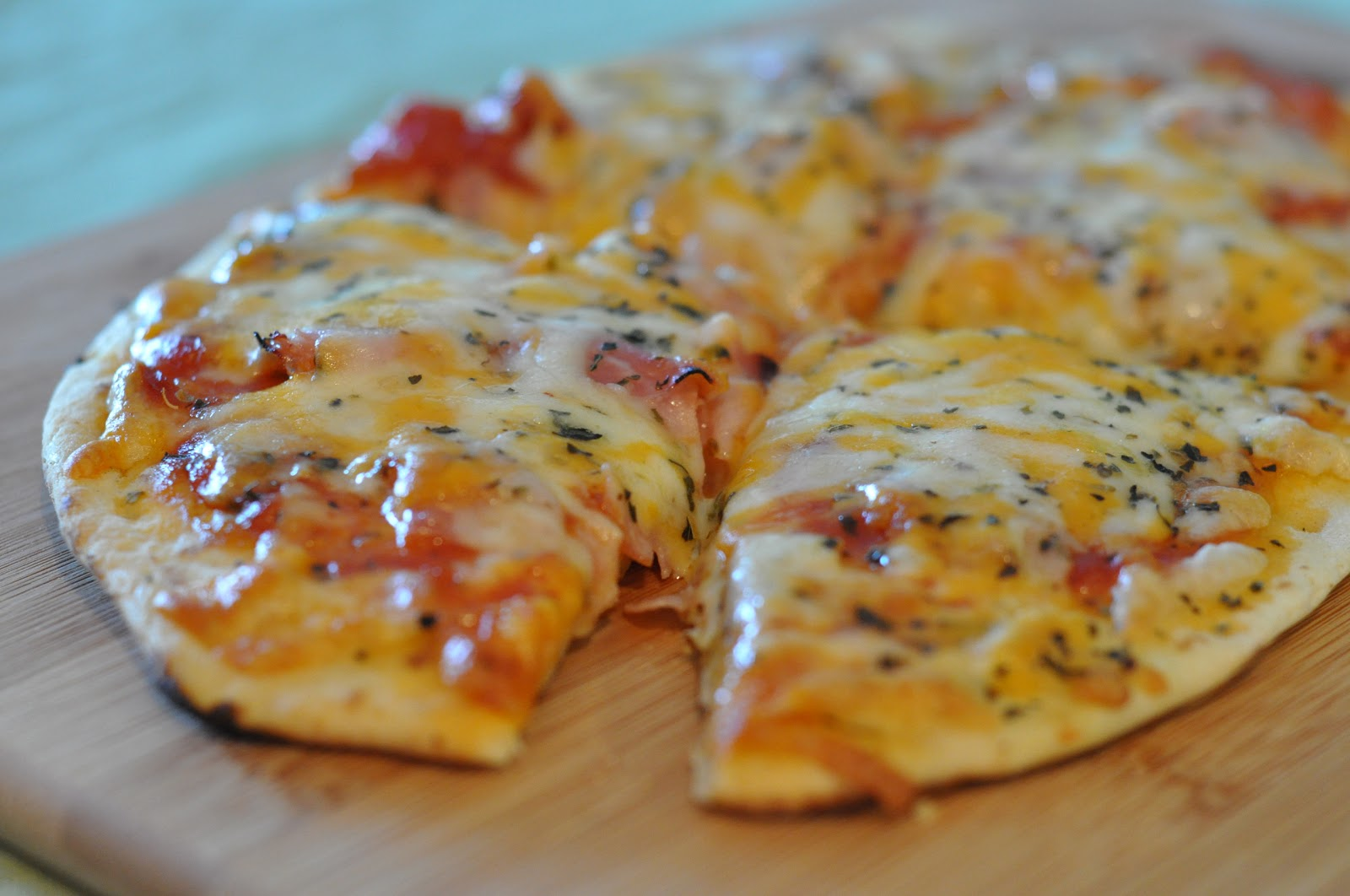 Quick cheese naan bread pizza