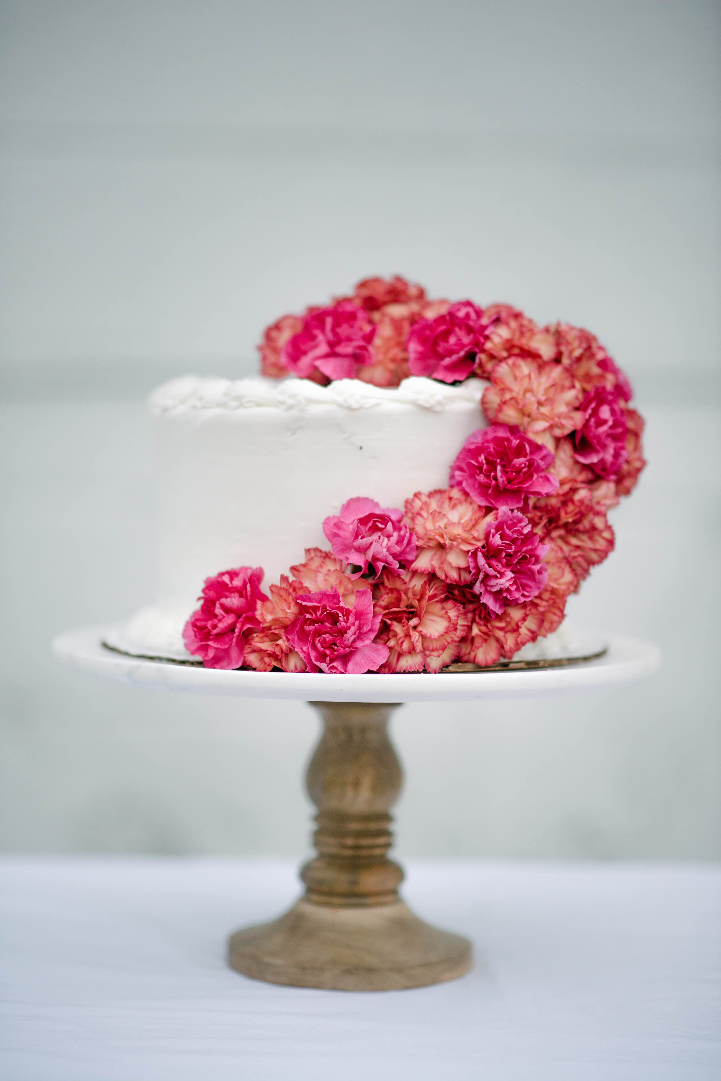 Fresh flower cake topper