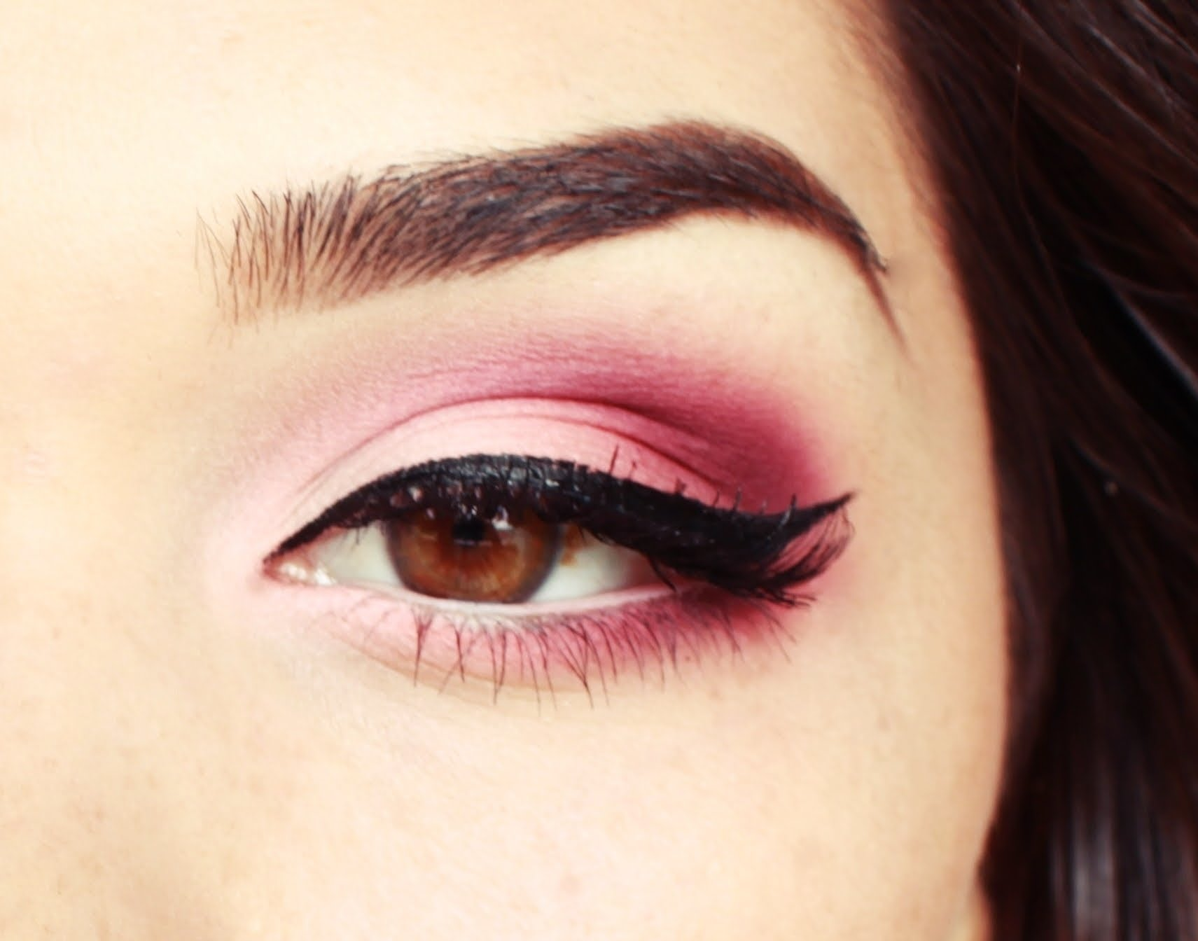 Neutral with a dark pink blended corner