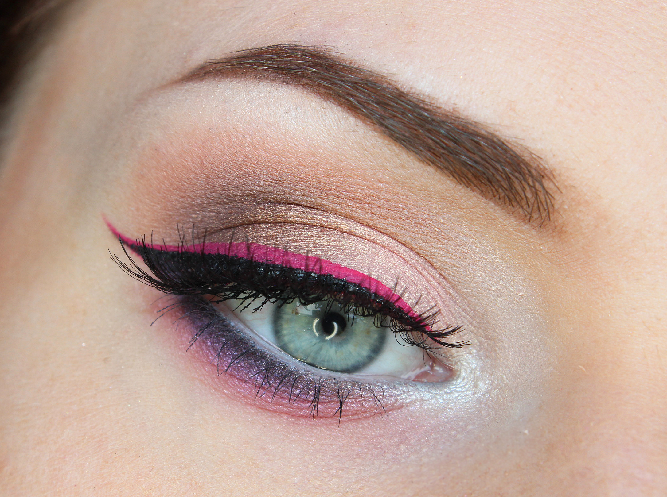 Pink lined wing with soft pink bottom liner