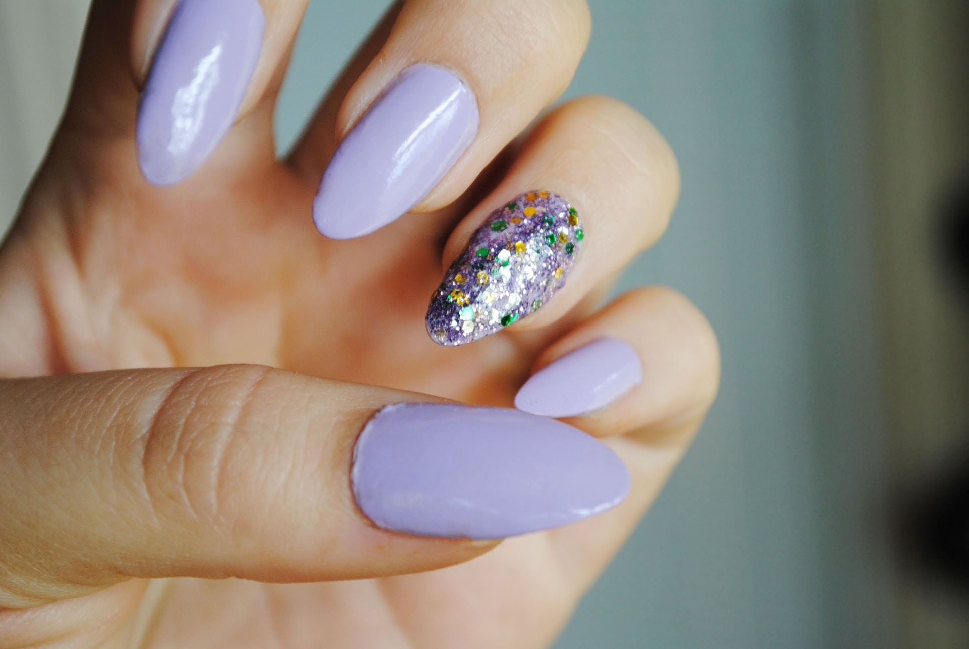 Short Stiletto Nails With A Glitter Accent