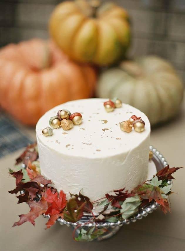 Acorn and leaf cake