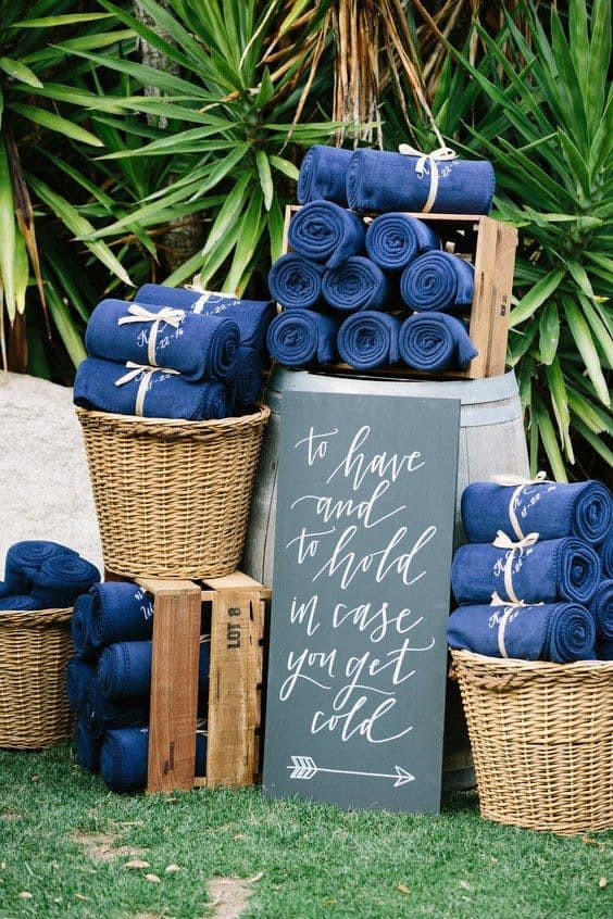 40 diy fall wedding ideas that pay homage to the season 40 blanket favors junglespirit