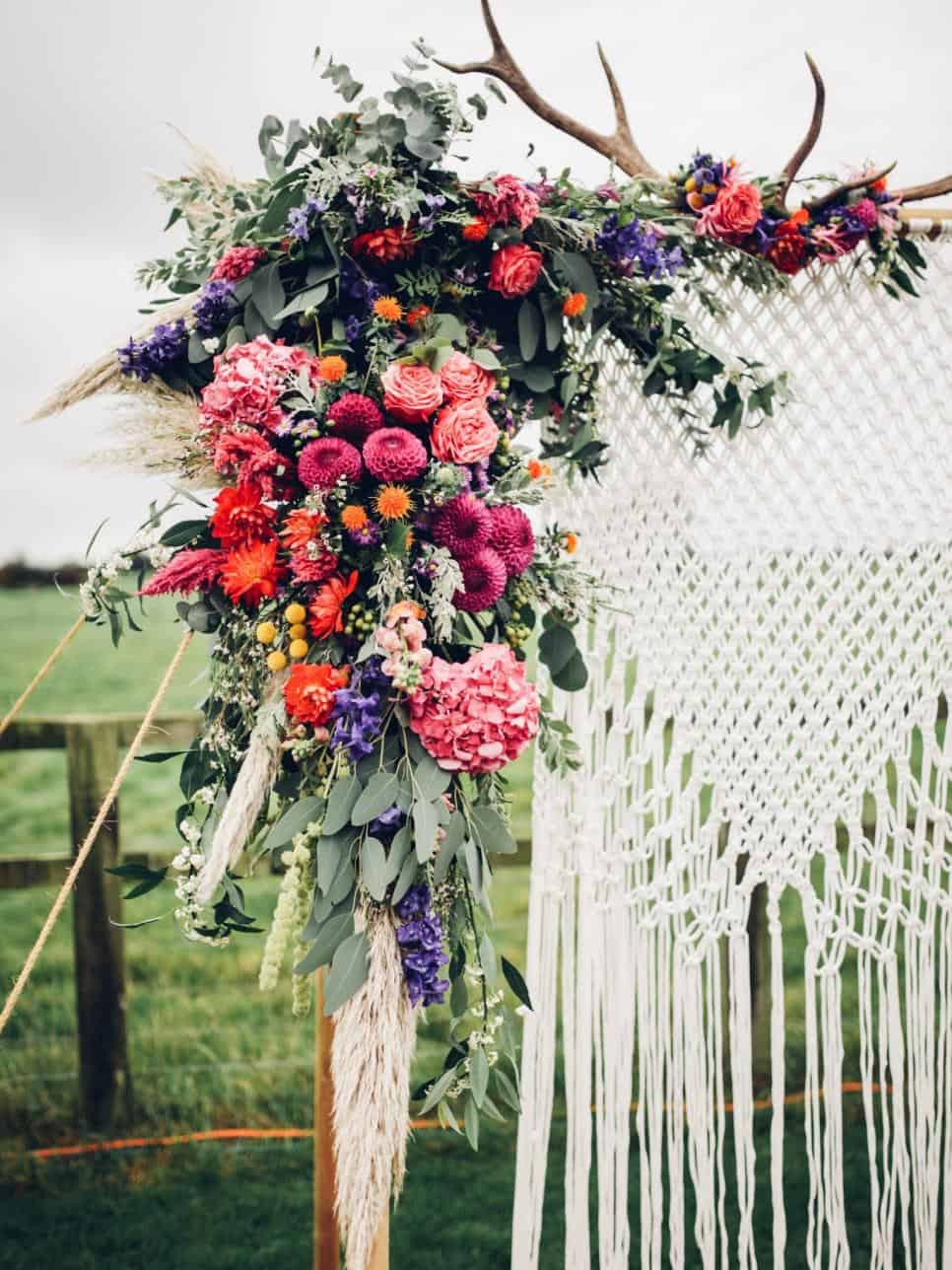 15 diy wedding arches to highlight your ceremony with bohemian style wedding arch diy solutioingenieria Choice Image