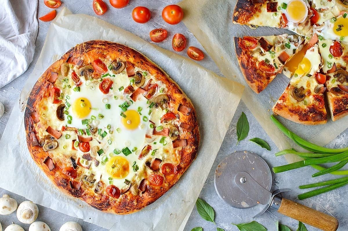 Breakfast pizza - enjoy pizza any time of day with this awesome breakfast pizza recipe!