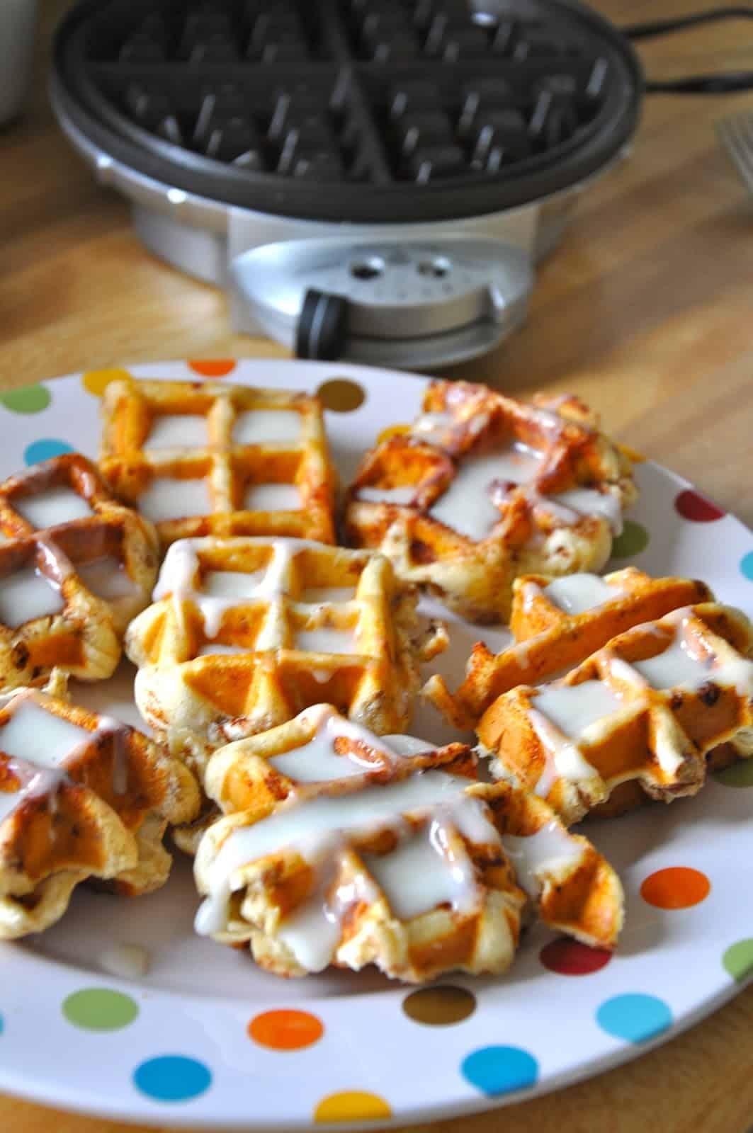 Cinnamon roll waffle iron