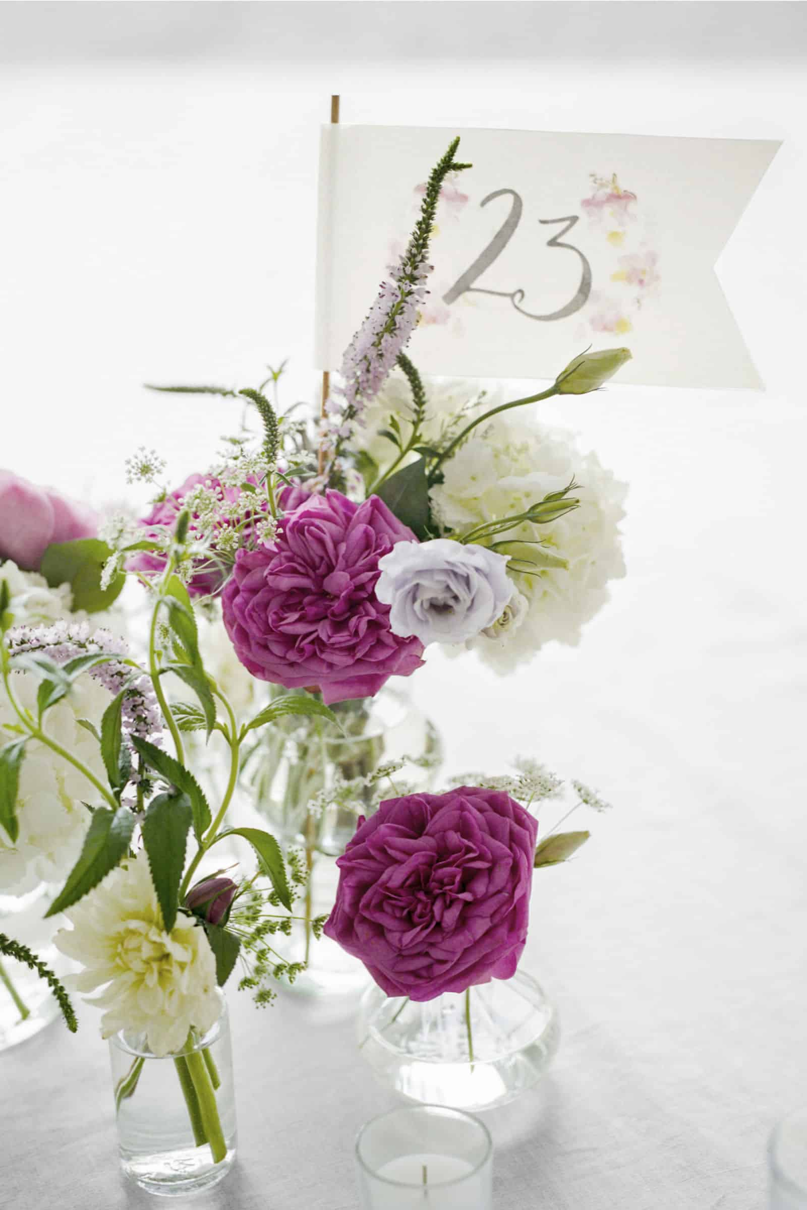 15 Wedding Centerpieces That You Can DIY!