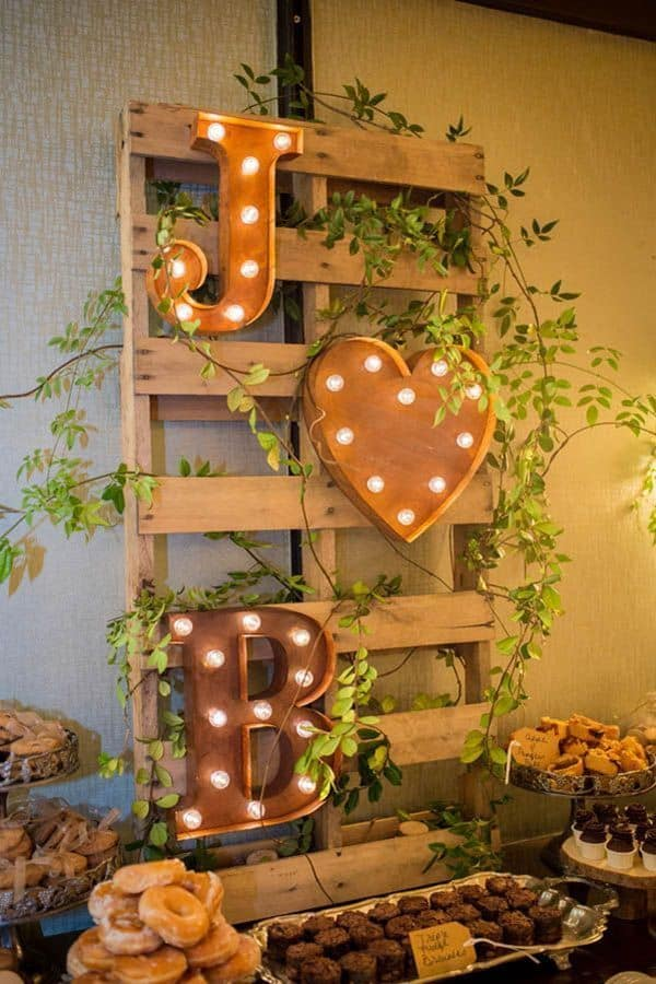 15 simple diy fall wedding decorations 1 pallet sweet table junglespirit Gallery