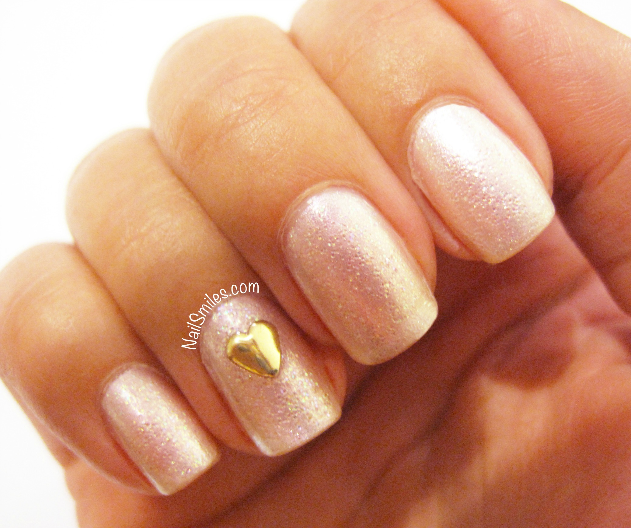 Sparkle nails with gold heart accent 2