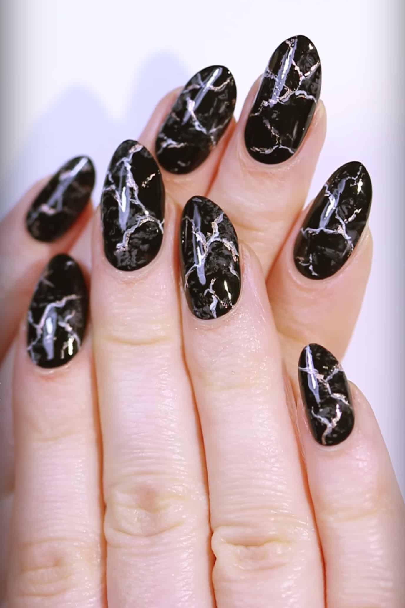 These 15 fall nail art ideas will have you swooning black marble fall nail art solutioingenieria Images