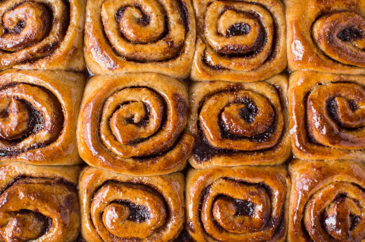 Vegan wholewheat maple cinnamon buns – sinfully good cinnamon rolls flavoured with maple syrup that just so happen to be vegan too!